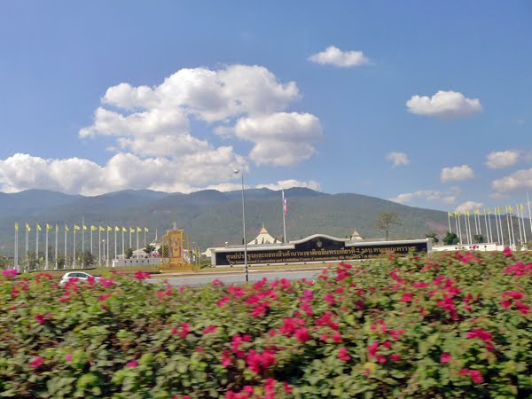 帰りの通り道に、チェンマイの国際会議場の前