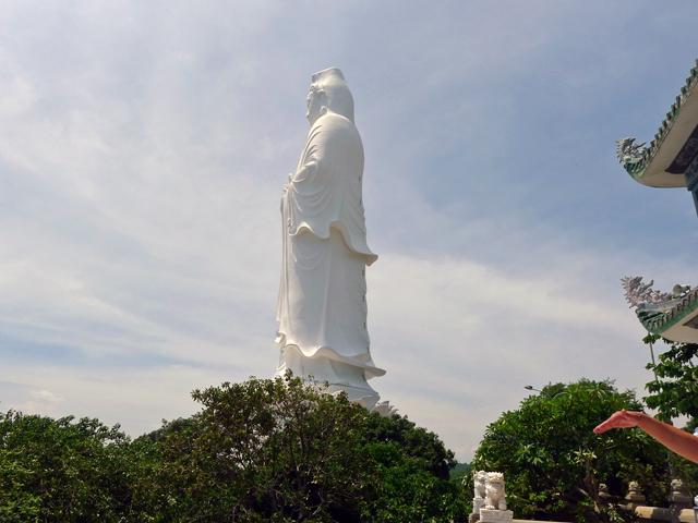 リン ウン バイ ブット寺(Linh Ung Bai But)の観音像(ベトナム最大)