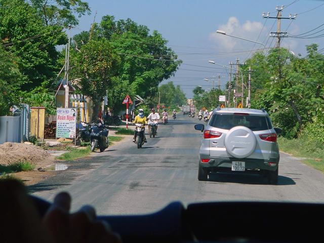 ※バイクと車がうまく共存している。クラクションが・・・