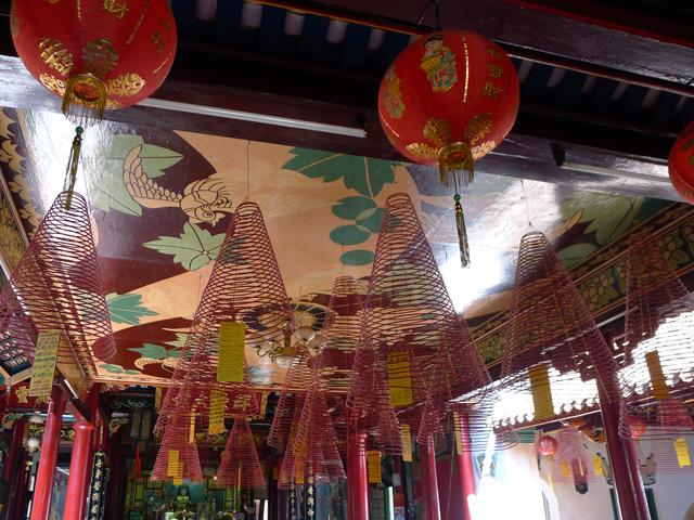 ※天井からの線香は円錐状で長時間仕様?蚊取り線香の原理!