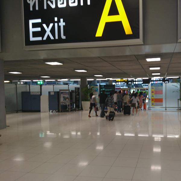 ※預けた手荷物を気にせず出口から出られるのは身軽でイイ。