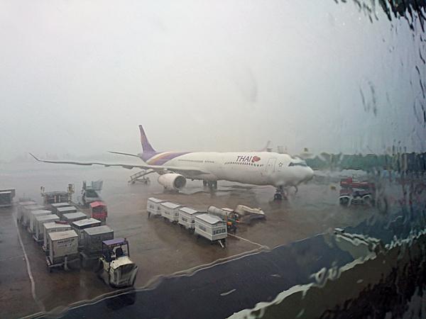 ※大粒の雨、バンコクは晴れているだろうか?