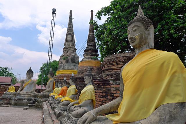 座仏像の近影