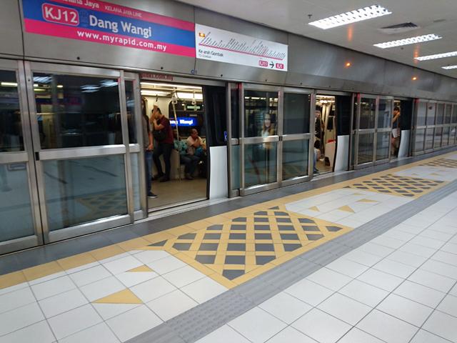LRTアンパン線のダン・ワンギ駅
