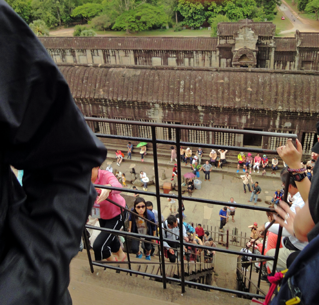 多くの人が並んで入場を規制していました。ー2014年5月3日撮影
