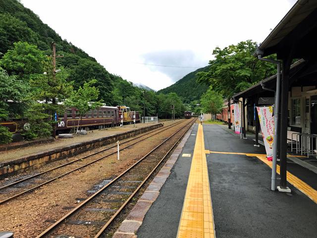 あと一駅で終着駅の間藤ですが、行きますよ。