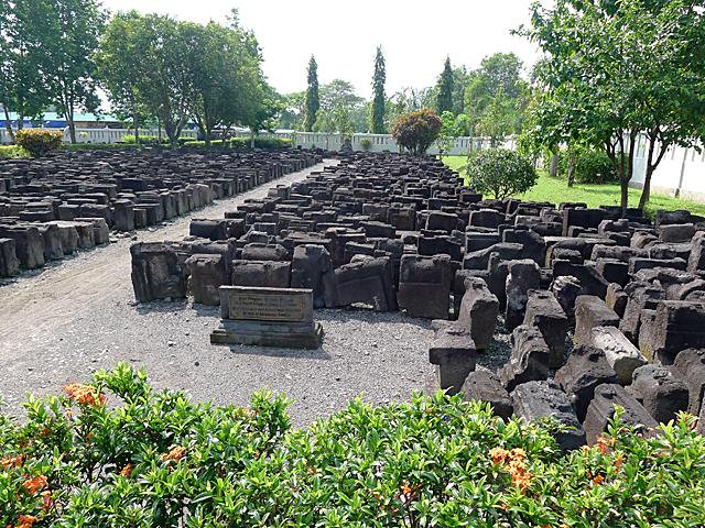 ボロブドゥールの遺跡跡から発掘した貴重なもの (Borobudur 2016.04.30撮影)