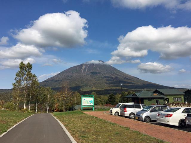真狩温泉前の駐車場からの蝦夷富士「羊蹄山」