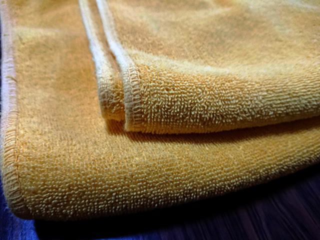 有料の休憩処は、黄色いバスタオルが渡されます。
