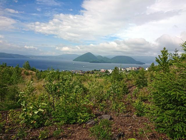 洞爺湖の中島を見えています。