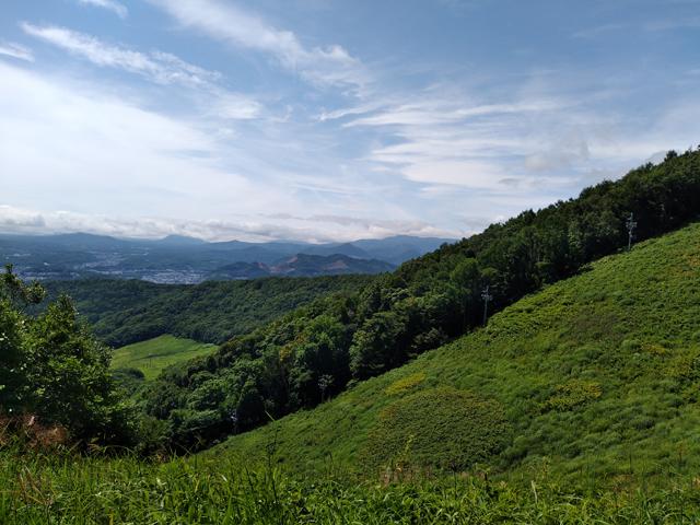 40分ほど登ると視界が開けるスキー場コース(うさぎ平)です。