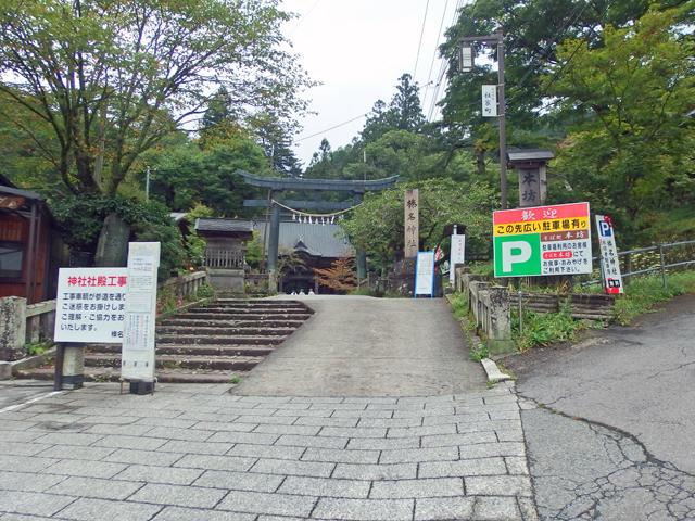 多くの駐車場があり、圧倒的に自家用車の観光スタイルです。