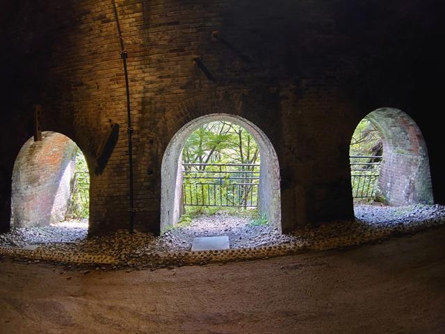 六号トンネルだけに見られた排煙口