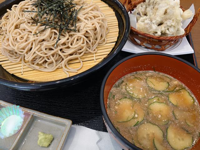 信州クルミそば、舞茸の天ぷらだついていました。