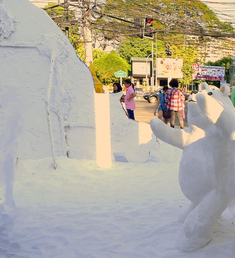 北海道で雪像作りのツアーなんて喜ばれそうです。